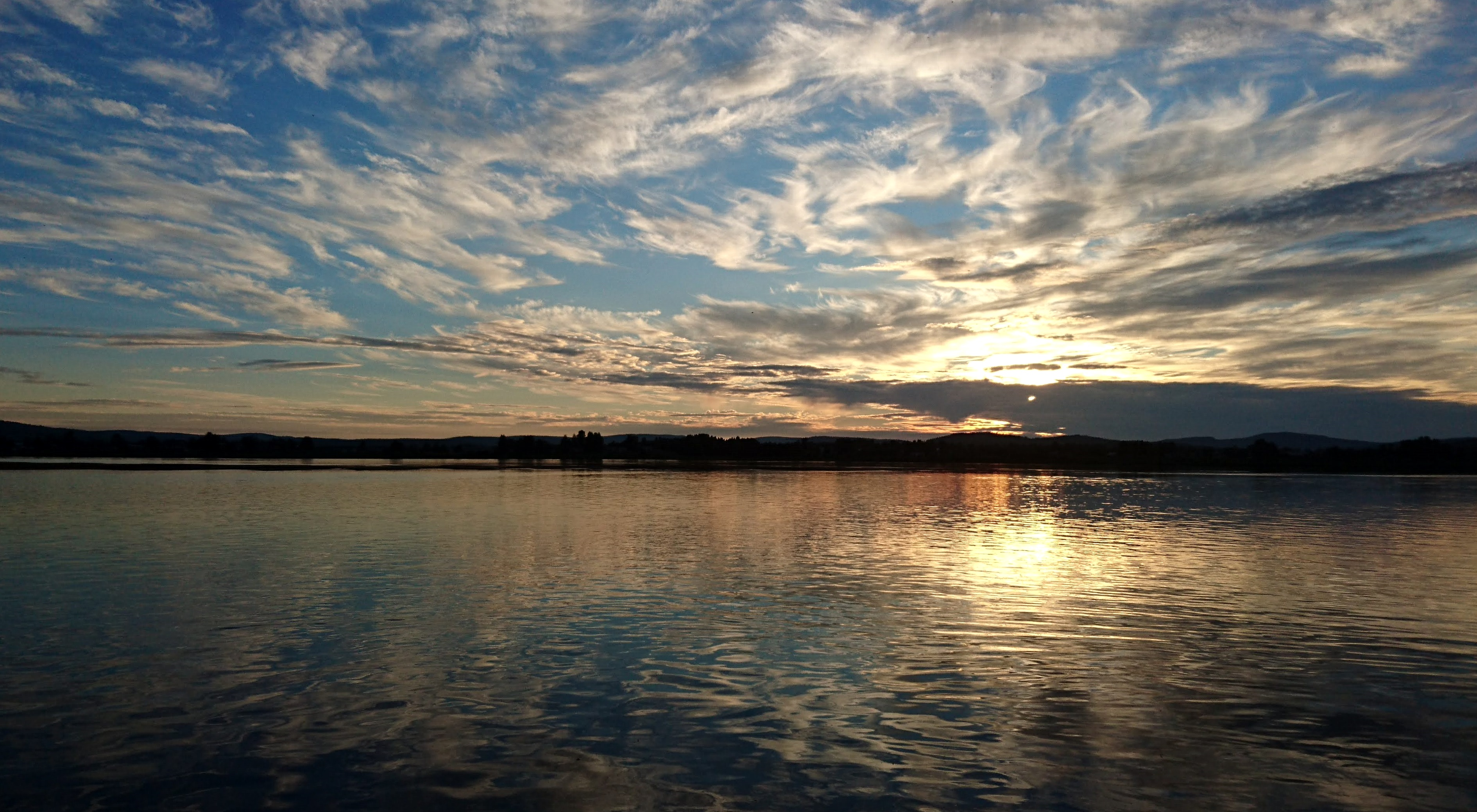 Keskiyön aurinko Tornionjoki